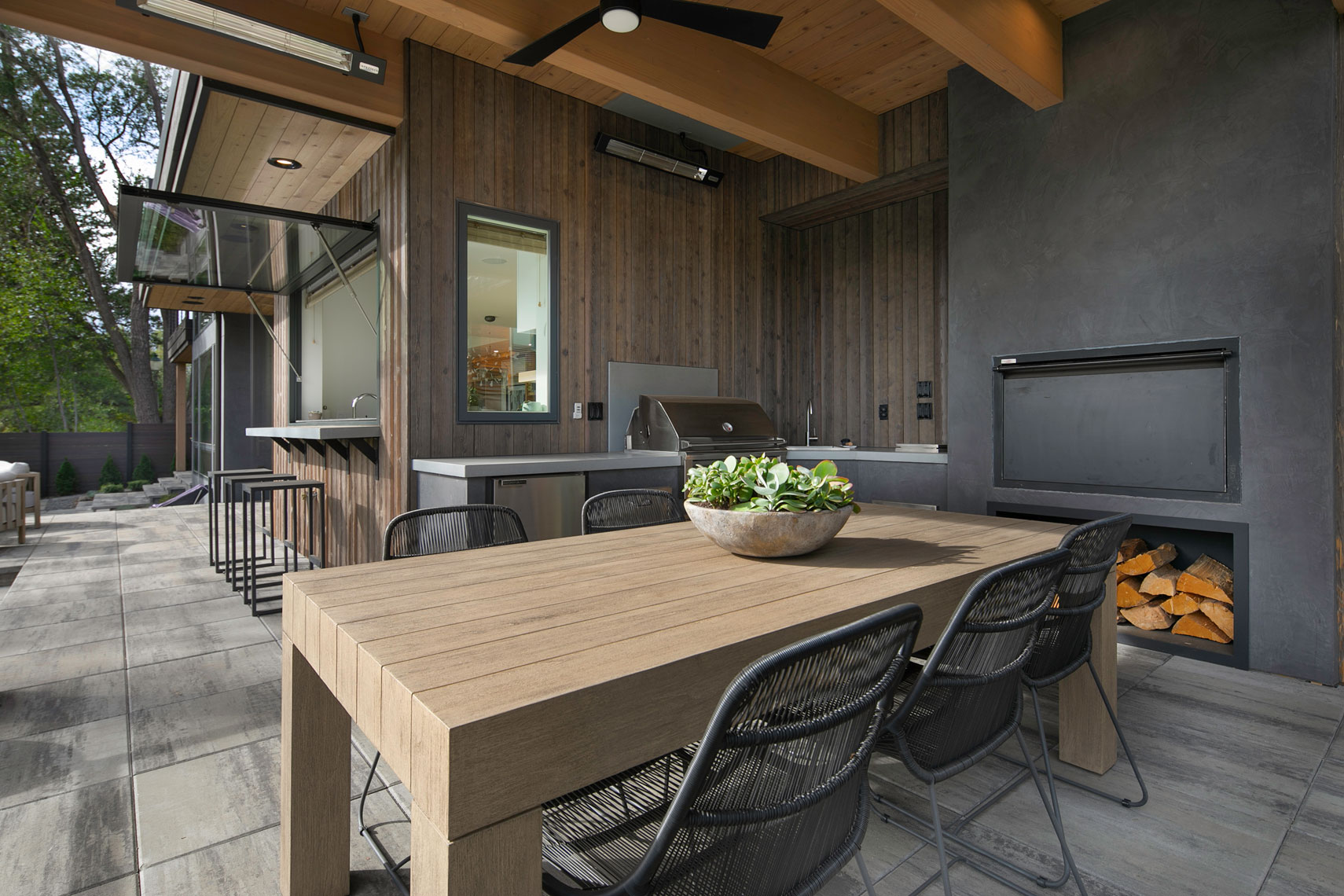 Modern-Outdoor-Kitchen-2