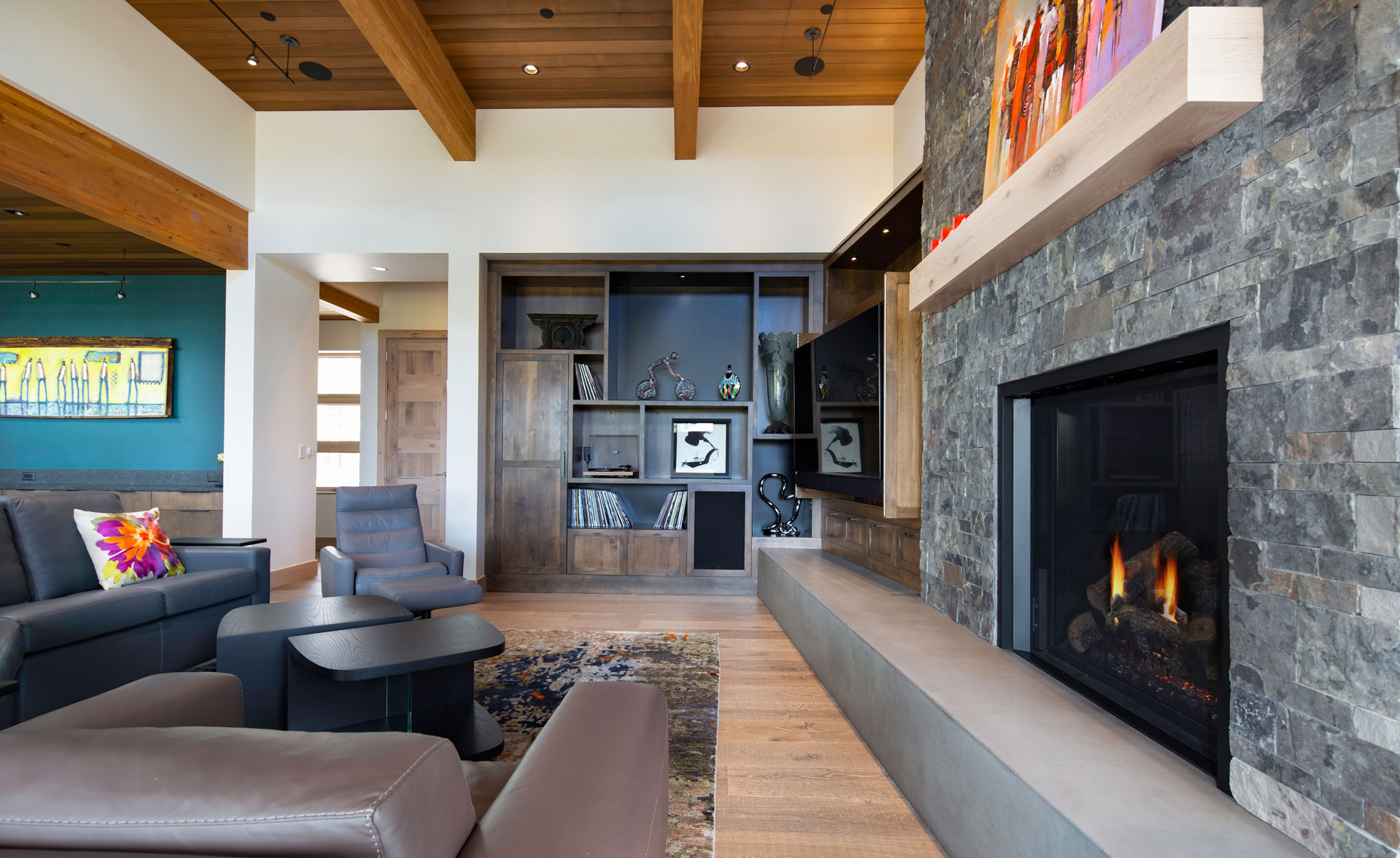 POD-HOUSE-LOUNGE-FIREPLACE